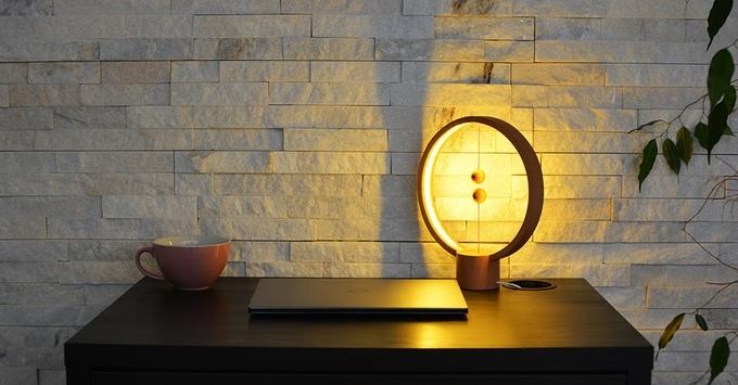 lampe-design-bois-interrupteur-vide-heng-balance-lamp-01